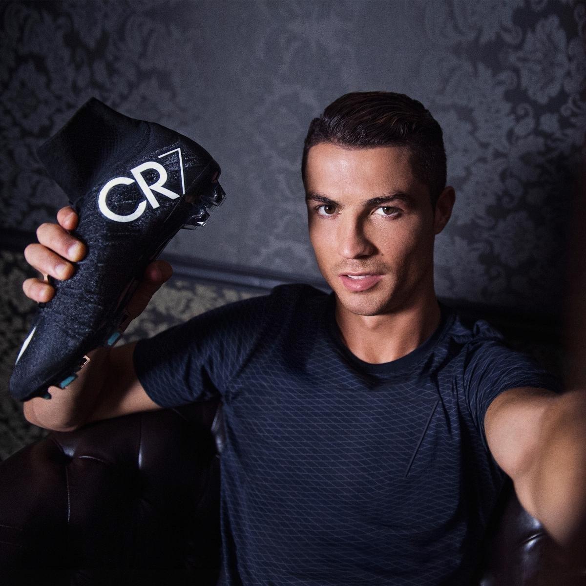 Bernabeu Merayakan Sepatu Baru Cristiano Leo Anwarsaragih